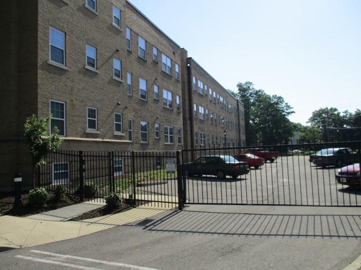 Apartment Exterior & Parking